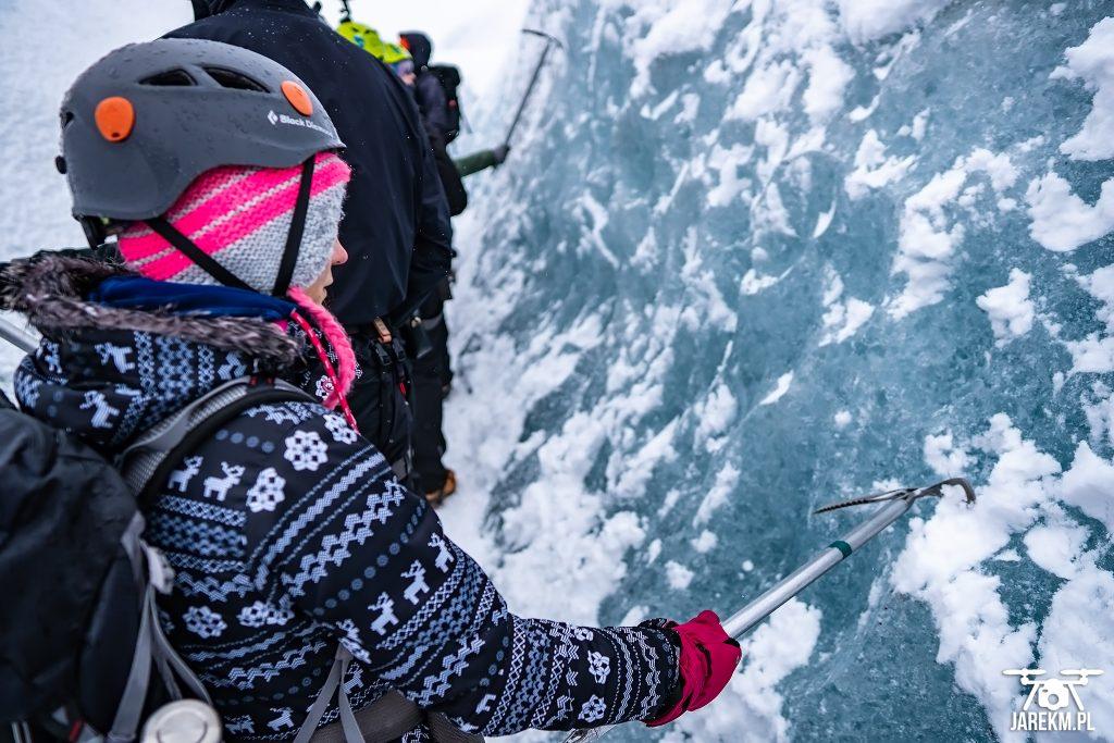 Chodziliśmy m.in rynnami wyżłobionymi w lodzie o głębokości nawet kilku metrów.