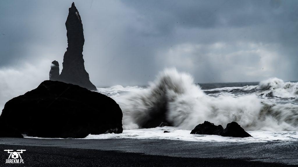 Reynisfjara - czarna plaża na Islandii