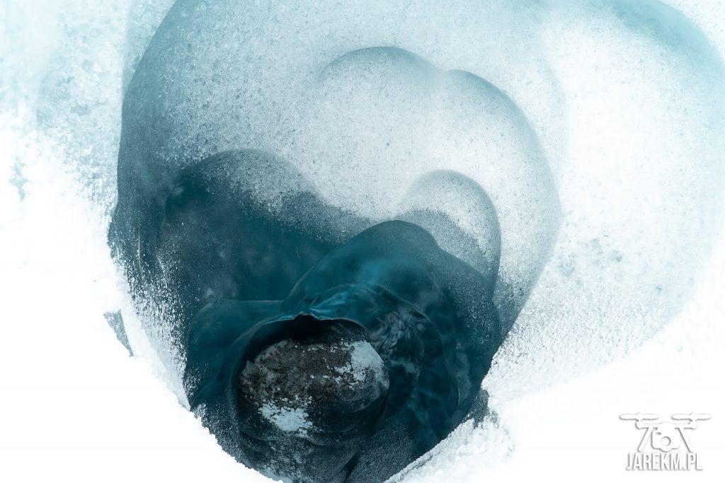 Dość spora szczelina lodowcowa;) Jak powiedział przewodnik - wystarczy wskoczyć, długi ślizg na tyłku i lądujesz w Chinach ;)