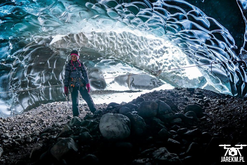 W jaskini lodowej na lodowcu Vatnajokull.