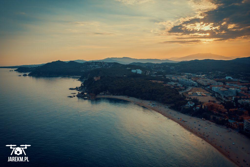 Zdjęcie zachodu słońca z drona.