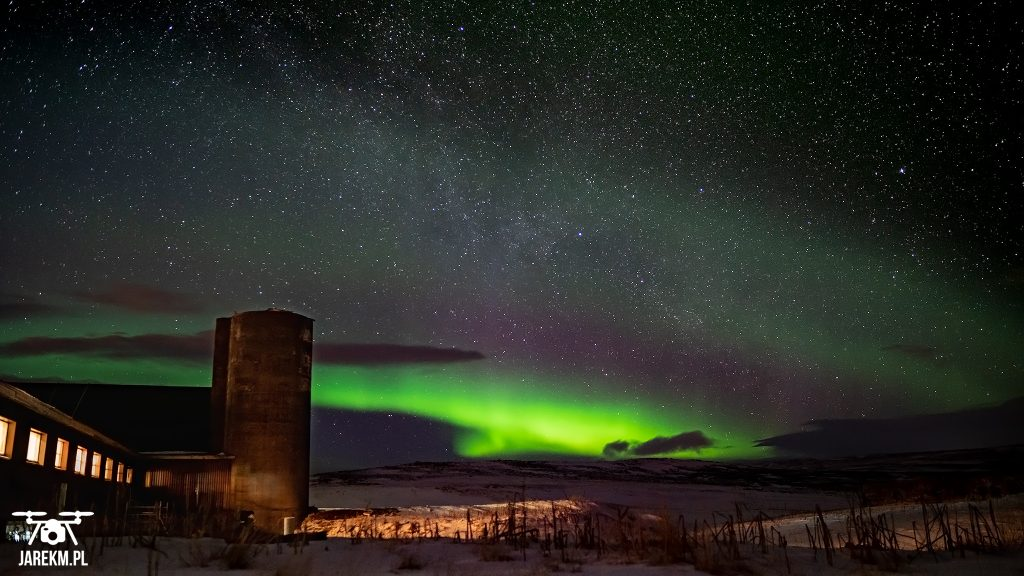 Zorza polarna na Islandii - rozpoczęcie spektaklu.