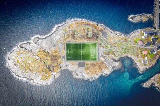 Henningsvær Lofoty – napiękniej położony stadion piłkarski na świecie:)