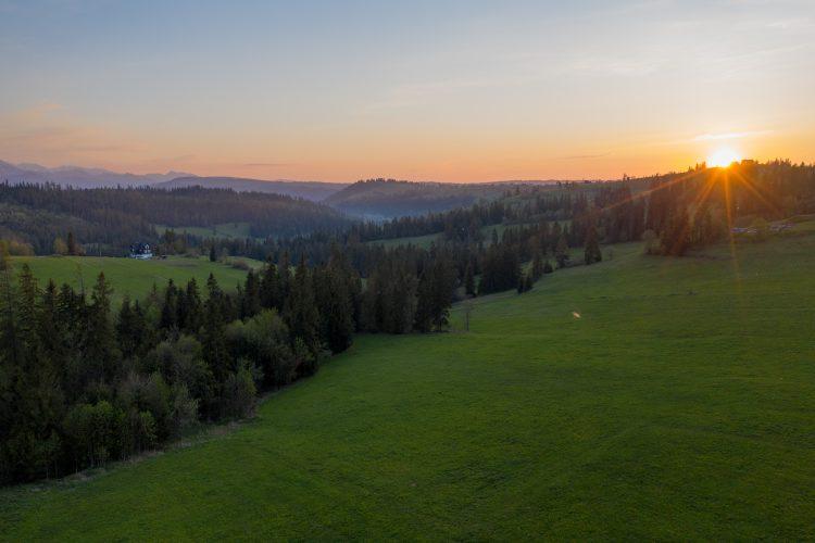 Zachód słońca w Bukowinie Tatrzańskiej - zdjęcie z drona