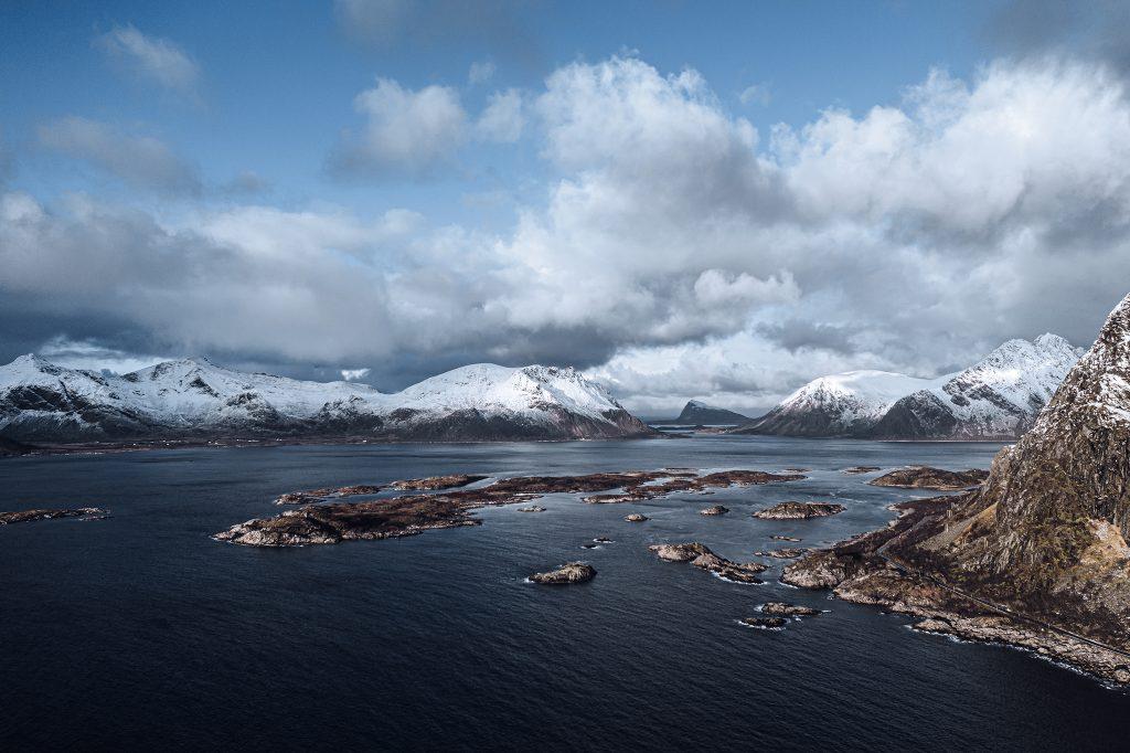 Widok z drona na archipelag Lofotów.