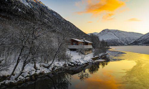 Domek nad jeziorem, w którym spędziliśmy dwie noce podczas naszego wypadu do Północnej Norwegii.