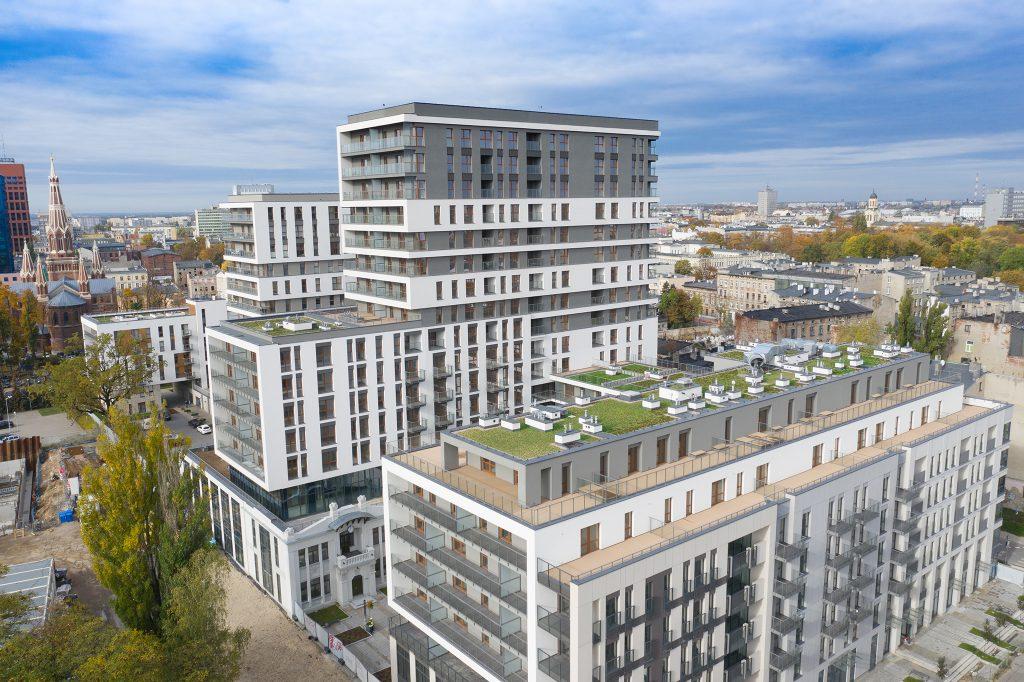 Zdjęcia z drona mogą być bardzo atrakcyjnym urozmaiceniem materiałów ofertowych dotyczących nowych mieszkań.