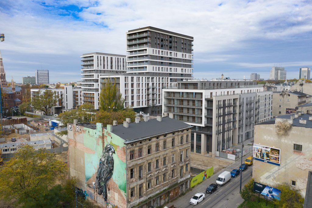 Przykładowe zdjęcie nieruchomości (w tym przypadku inwestycja mieszkaniowa Ilumino w Łodzi) z drona.