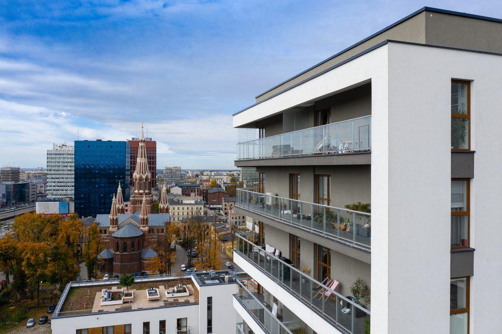 Zdjęcie inwestycji mieszkaniowej z drona.