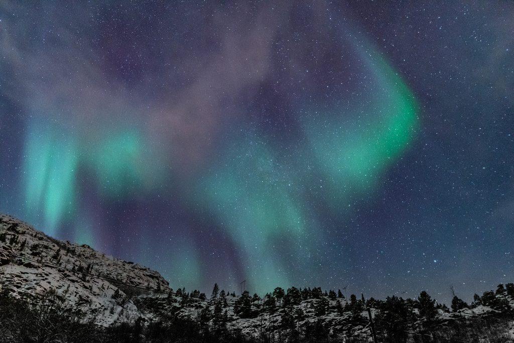 Kolejne ujęcie zorzy polarnej na Lofotach
