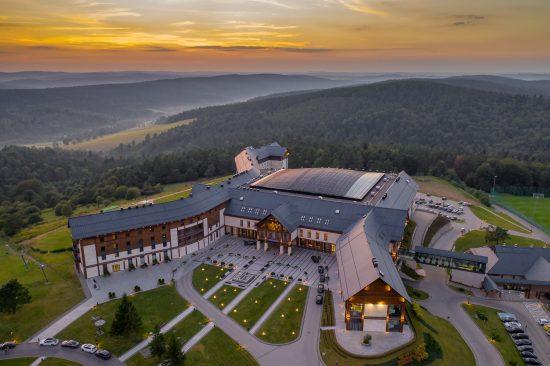 Hotel Arłamów – zdjęcia z drona (świetne miejsce na rodzinne wakacje)