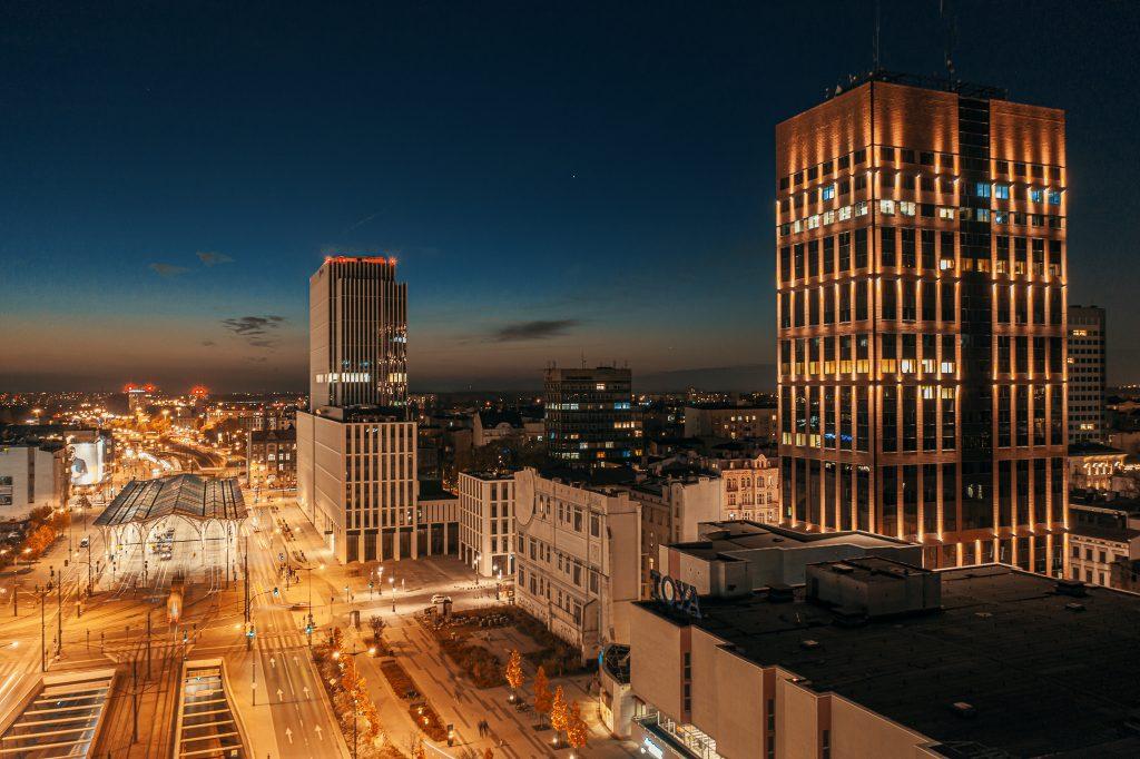 Centrum Łodzi - nocne zdjęcie z drona